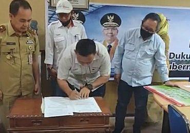 Bantuan Bola untuk dukungan Gerakan Sejuta Bola Gubernur Sumatera Selatan